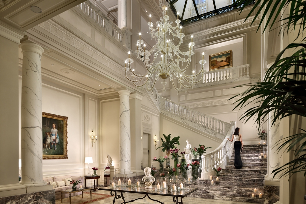 Palazzo parigi hotel the style and elegance of the french for Parigi hotel design
